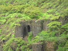 Sinhagad fort is a famous picnic spot located roughly 30 kilometres from Pune and this hilltop fort is a testimonial to the bravery of Maratha warriors during the battle of Sinhagad. The fort of Sinhagad is famous one day trekking destinations and best weekend monsoon getaways near Pune.