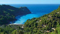 Die Cala Tuent Sa Calobra lockt mit Kiesstrand und glasklarem Wasser - Wandern auf Mallorca Tipps