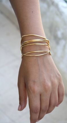 I just love the shape of these bangles. Very delicate and very chic....x