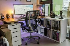 One of the most pleasant setups ive ever seen by @mrbradmund. One thing common in the most beautiful and pleasant setups is the chair(or similar). These chairs just give an awesome look to the setup. The desk is nice. The rig is beautiful and the ultra-wide. What would you guys improve in it?  #venturecapital #socialmedia #socialmediamarketing #marketing #marketingdigital #digitalmarketing #startup #startups #startuplife #techstartup #chattanooga #tech #technology #entrepreneur…