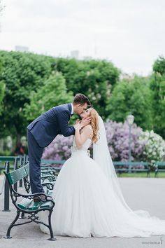Kissing the Bride, Vera Wang dress, Photo from Doris + Michael collection by die Ciuciu's Vera Wang Dress, Dory, Kissing, Weddingideas, Bride, Wedding Dresses, Collection, Fashion, Wedding Bride