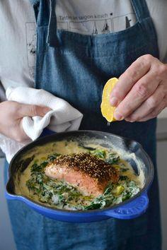 Saumon rôti au zaatar, sauce au tahini