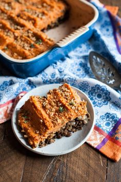 I'm partial to shepherd's pie. I think it dates back to childhood; my mom and I didn't eat too many casseroles or bakes when I was growing up, but she was a great fan of shepherd's pie, and so it was… Vegan Vegetarian, Vegetarian Recipes, Vegan Meals, Vegan Dishes, Vegan Food, Vegan Pie, Healthy Food, Healthy Eating, Sweet Potato Recipes