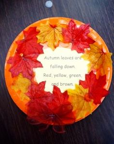 Easy fall crafts for kids - DIY paper plate Fall wreath project with Autumn poem in the middle. Perfect fall kids crafts for preschool, toddlers, pre-k or fall craft to make at home