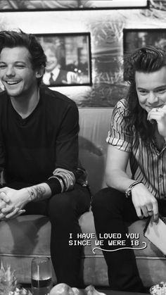 Larry is real 💚💙 Larry Stylinson, One Direction Pictures, I Love One Direction, Louis Tomlinson, One Direction Lockscreen, Larry Shippers, Harry Styles Wallpaper, Best Song Ever, Louis And Harry
