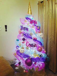 Arbol de navidad Unicornio pino de navidad unicornio Be Happy unicorn #spanishholiday Christmas Diy, Christmas Unicorn, Christmas Tree Themes, Merry Christmas, Christmas Ornaments, Xmas Tree, Holiday Tree, Xmas Decorations, Unicorn Crafts