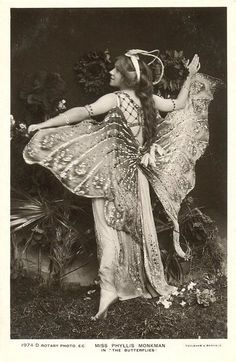 Your number one source for Edwardian History, with a bit of Gilded Age America, Belle Epoque France, WWI, the Roaring Twenties and women's history thrown into the mix. Posts by Evangeline Holland (past: Diana Sousa) Edwardian Promenade Photo Vintage, Look Vintage, Vintage Beauty, Belle Epoque, Vintage Pictures, Vintage Images, Vintage Ads, Cabaret Vintage, Vintage Burlesque