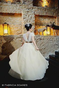 Vestido lindo feito pela avó da noiva.
