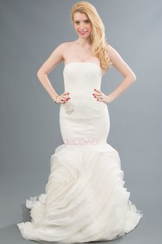 Vows Bridal Outlet is a designer outlet store that specializes in high-end designer wedding gowns for less. Vows Bridal, Bridal Gowns, Designer Wedding Gowns, Dance Dresses, Formal Dresses, Wedding Dresses, Wedding Styles, Fashion Dresses, Wedding Day