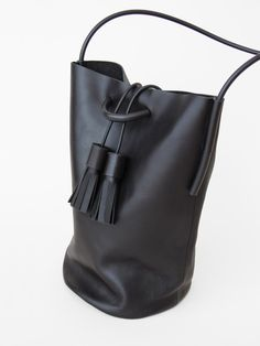 *fashion design, hand bag, black leather, minimal design* - Tasche