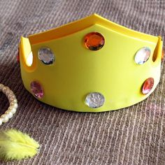 Create an Aurora's Crown princess craft ispired by the movie Sleeping Beauty. Enjoy this fun craft activity with your kids and family.