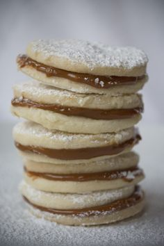 Easy and best Peruvian recipe for Alfajores. Cookies filled with dulce de leche (manjar blanco)!