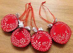 RebekaP / Christmas Ornaments, Holiday Decor, Home Decor, Decoration Home, Room Decor, Christmas Jewelry, Christmas Decorations, Home Interior Design, Christmas Decor