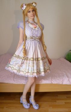 Lolita with Sailor Moon hair :) (now THIS is cosplay lolita done right!)