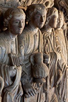 """""""Pórtico de la Gloria"""". Máxima expresión artística del Románico, nos anuncia el estilo Gótico. Santiago de Compostela fue entre los siglos XI y XII el centro cultural más importante de lo que hoy conocemos por Europa."""