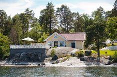 Cozy seaside cottage in the village of Kalvsvik