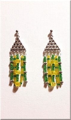 Boucles d'Oreilles triangles et perles jaunes et vertes : Boucles d'oreille par aliciart