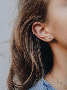 Idee piercing all'orecchio per Fe Piercing Lobe Oreille, Ear Piercing Helix, Ear Peircings, Cute Ear Piercings, Ear Piercings Cartilage, Multiple Ear Piercings, Cartilage Hoop, Mens Piercings, Double Cartilage