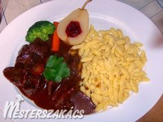 Szarvasragu galuskával és párolt vörös káposztával recept Risotto, Grains, Rice, Dishes, Ethnic Recipes, Food, Red Peppers, Tablewares, Essen