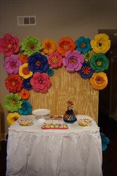 Backdrop con Flores de colores para una fiesta con temática muy Mexicana Paper Flower Backdrop, Paper Flowers, Cubicle Ideas, Beauty And The Beast Party, Photo Backdrops, Mexican Party, 30th Birthday, Origami, Wedding Decorations