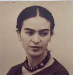 Beautiful photo of young Frida Kahlo Diego Rivera, Frida Salma, Frida Kahlo Portraits, Kahlo Paintings, Frida And Diego, Frida Art, Mexican Artists, My Muse, Jolie Photo