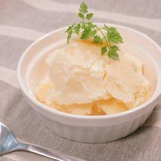 「材料4つ シンプルな牛乳アイス」の作り方を簡単で分かりやすい料理動画で紹介しています。シンプルに、牛乳、砂糖、全卵だけで作れる牛乳アイスのレシピです。生クリームは使いません。冷蔵庫にある材料で簡単に作れるので、覚えておくととっても便利ですよ。シンプルなアイスなので、ジャムやトッピングでアレンジも楽しめます。もうお店でアイスを買う必要がなくなるかも!?