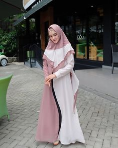 (@reistaputrii) from @lya.moslem.gallery Abaya Fashion, Modest Fashion, Fashion Dresses, Hijab Gown, Hijab Outfit, Simple Long Dress, Moslem Fashion, Abaya Designs, Hijabi Girl