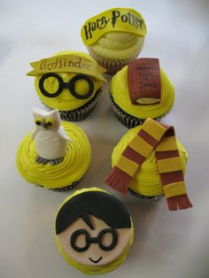 Harry Potter Cupcakes by Kati's Kupcakes Harry Potter Cupcakes, Harry Potter Birthday Cake, Harry Potter Food, Childrens Cupcakes, Harry Potter Marathon, Cupcake Cakes, Cupcake Ideas, Cup Cakes, Muffins
