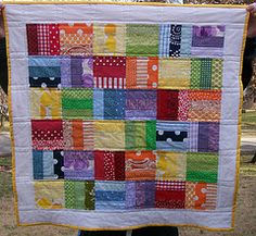 rainbow quilt, maybe could try with strip sets. Rainbow Quilt, Rainbow Room, Rainbow Baby, Rainbow Colors, Scrappy Quilts, Easy Quilts, Cot Quilt, Quilting For Beginners, Quilt Tutorials