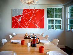Esstisch Holz Linien DIY  rote Wand Dekoration Dreiecke