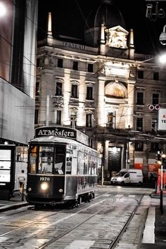 Travel Around The World, Around The Worlds, Light Rail, Milan Italy, Beautiful Places In The World, Travel Goals, Past, Travel Destinations, Bella