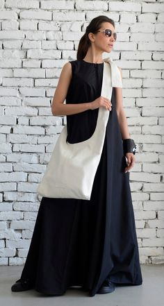 White Shoulder Bag/Extravagant Maxi Bag/Cross Body Tote/Genuine leather White Bag/Modern Casual Maxi Clutch/Big Everyday Handbag/Casual Bag White Shoulder Bag - The bag era is here to stay - modern and super comfortable piece from white leather. White Shoulders, White Shoulder Bags, Designer Shoulder Bags, Clutch, Casual Bags, The Body Shop, Long Tops, Everyday Look, Look Fashion