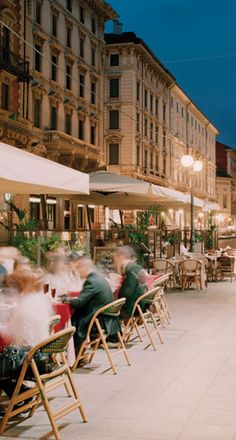 Outdoor Cafe (Italy)