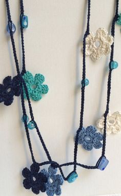 Collar de ganchillo con cuentas azul flores estilo turco