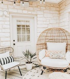 bohemian patio decor with rattan furniture Interior Desing, Interior And Exterior, Bohemian Patio, Bohemian Interior, Sweet Home, Decoration Inspiration, Decor Ideas, Decorating Ideas, Style Inspiration