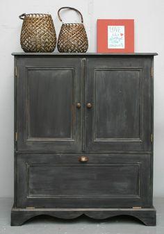 Landelijk brocante tv-kast in old black Restoring Old Furniture, Tv Cabinets, Painted Furniture, Family Room, Restoration, Sweet Home, Shabby Chic, Private Label, Living Room