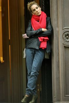 I love how Carrie Bradshaw wore the messy bun infinity scarf combo YEARS ago...long before it became mainstream.  She was so fashion forward.  ~ M.M.~