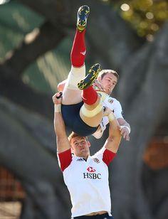 Dan Lydiate hoists Sean O'Brien Third rowmance...