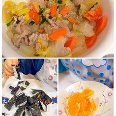 白菜あんかけ作るのに時間かかってお怒り気味(´Д` )取り分け初めて味付け前にあげちゃいました。気に入ったのか手づかみでもしゃもしゃ。おかわりして写真の2倍食べました。 - 4件のもぐもぐ - 150414ソッサン夕食☆のり巻き&白菜玉ねぎ人参ほうれん草と豚肉のあんかけ取り分け&ミネオラオレンジ1/2 by ponnao