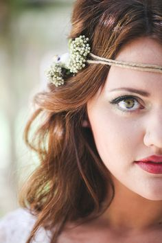 a gorgeous bohemian bridal look any bride can achieve on her own // photo by birdsofafeatherphotos.com // see more at BorrowedandBleu.com