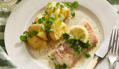 Torsk er fisken alle kan lide og denne opskrift er tilmed let at lave. Fiskeretter behøver nemlig ikke at være komplicerede, denne torsk serveres med nye kartofler og en skøn persille-citronsovs. Simpelt og lækkert!