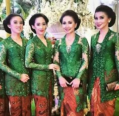 Keroyakan kebaya bew Kebaya Modern Dress, Kebaya Dress, Dress Pesta, Batik Kebaya, Batik Dress, Lace Dress, Kebaya Masa Kini, Kebaya Simple, Kebaya Jawa