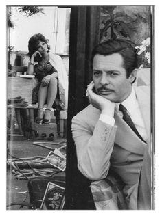 Classic Italian film stars Sophia Loren e Marcello Mastroianni, set di Matrimonio all'italiana.