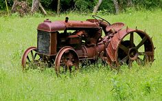 my grandpa had a red tractor just like this I would pretend I was driving it