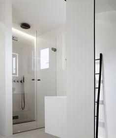 Ibland tror vi att vi alla känner för att kasta ut alla saker i badrummet och bara börja om. Perfekt då att inspireras av detta ljusa badrum!