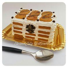 Real cake  Jewelry box Decorazione interamente fatta a mano con pasta polimerica.