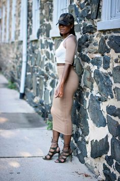 If there is one type of style and garment that makes majority of us women feel comfortable, that would be simple and basic pieces. You don't have to worry about your look being too loud, coordinating
