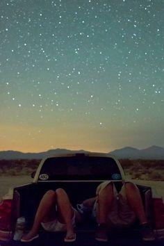 """""""miles de estrellas en el cielo y lo que somos está en medio."""""""