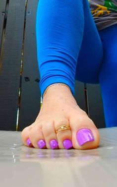 The Beurer Manicure and Pedicure Kit achieves professional nail and foot care in the comfort of your own home. care kit Manicure & Pedicure Of Nails 💅Done By Professionals Pretty Toe Nails, Cute Toe Nails, Pretty Toes, Duck Feet Nails, Purple Toes, Toe Ring Designs, Foot Pics, Sexy Legs And Heels, Beautiful Toes