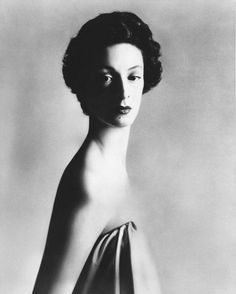 Marella Agnelli photographed by Avedon in New York, 1953.